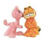 Westland Giftware -  Arlene Kissing Garfield Magnetic Salt & Pepper Shakers 0748787152962